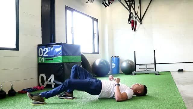 Single-Leg Sliding Leg Curl demonstration