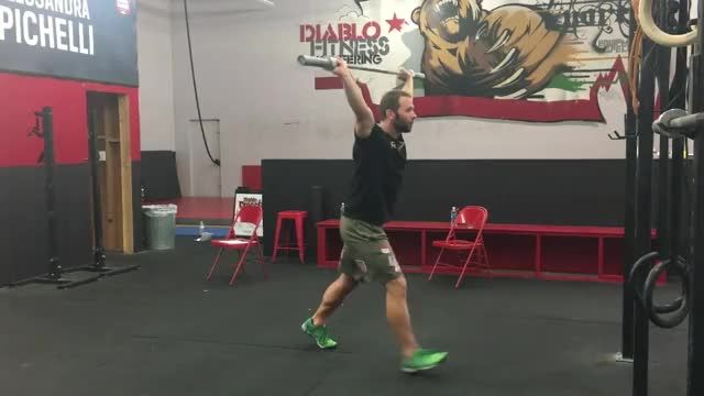 Male Overhead Pause Squat demonstration