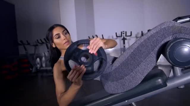 Female Decline Weighted Twist demonstration