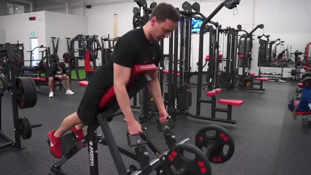 Lever Close Grip Incline Row (plate loaded) demonstration