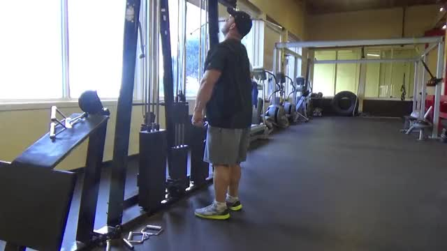 Male Cable Wide Grip Upright Row demonstration