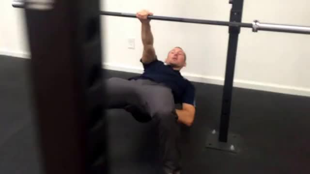 Single-Arm Inverted Row demonstration