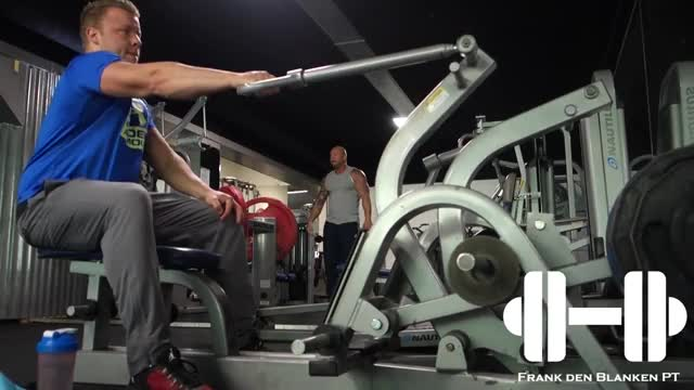 One Arm Machine Row demonstration