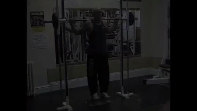 Male Smith Machine Toe Raise demonstration