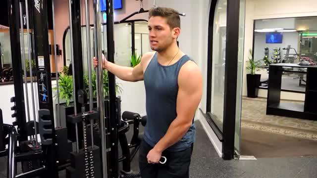 Single Arm Cable Lateral Raise (Crossbody) demonstration
