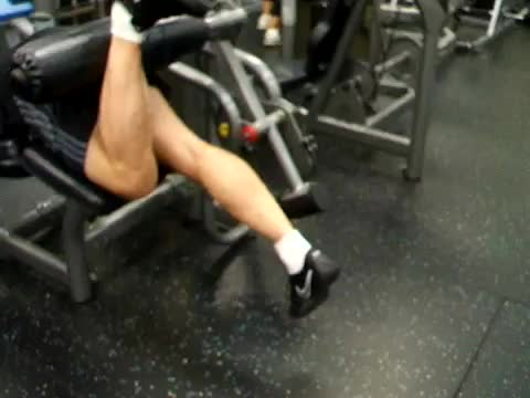 Lever Alternating Lying Leg Curl demonstration