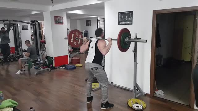 Speed Squats demonstration