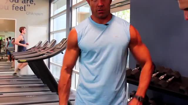 One Arm Standing Dumbbell Curl demonstration