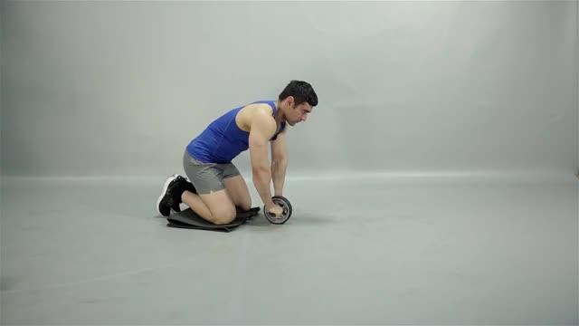 Kneeling Ab Wheel demonstration
