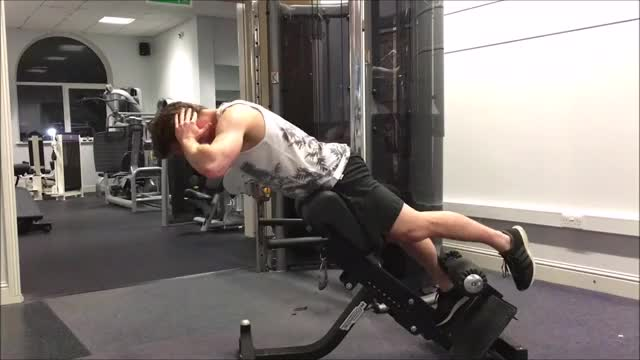Single Leg 45° Hyperextension demonstration