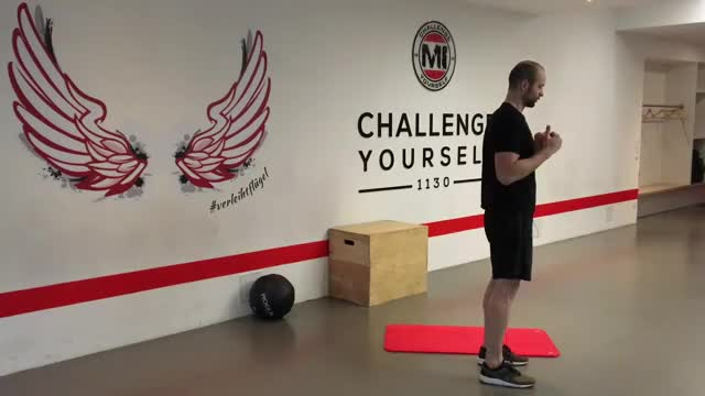 Reverse Lunge to Single-leg Kickback demonstration