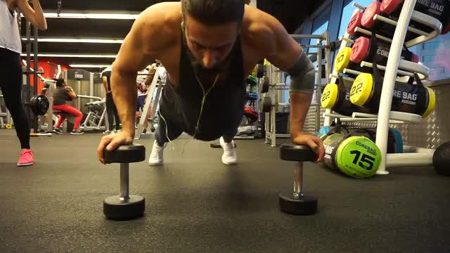 Dumbbell Push up demonstration