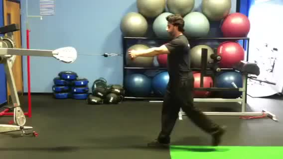 Male Reverse Lunge to Single-Arm Row demonstration