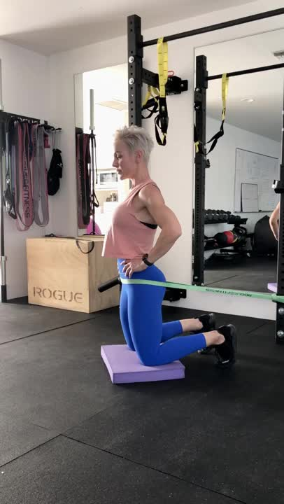 Banded Kneeling Hip Thrust demonstration