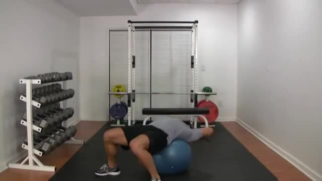 Twisting Crunch (on stability ball) demonstration