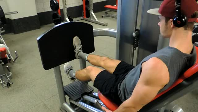 Lever Single Leg Seated Leg Press demonstration