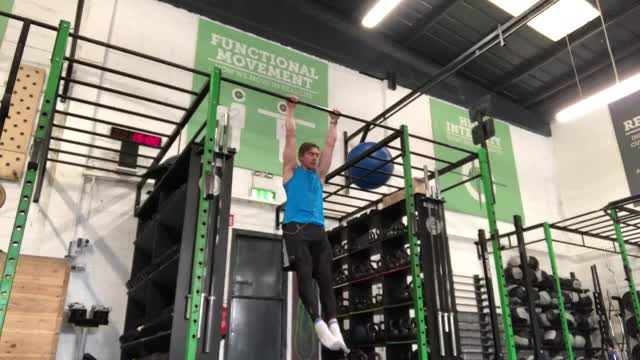 Female Single Pause Pull Up demonstration