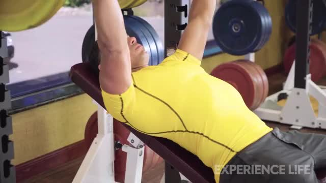 Barbell Incline Bench Press demonstration