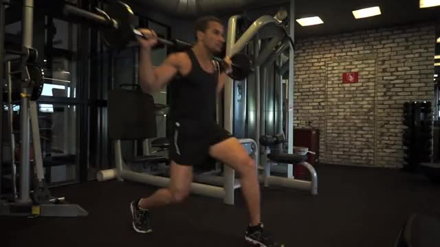 Alternating Barbell Forward Lunge demonstration