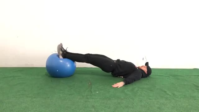 Male 2 to 1 Exercise Ball Hamstring Curl (SHELC) demonstration