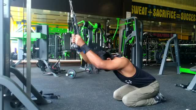 Male Cable Kneeling Bent-over Pulldown demonstration