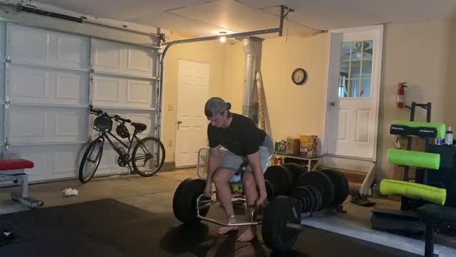 Male Paused Trap Bar Deadlift demonstration