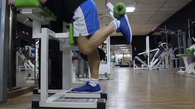 Lever Alternating Standing Leg Curl demonstration