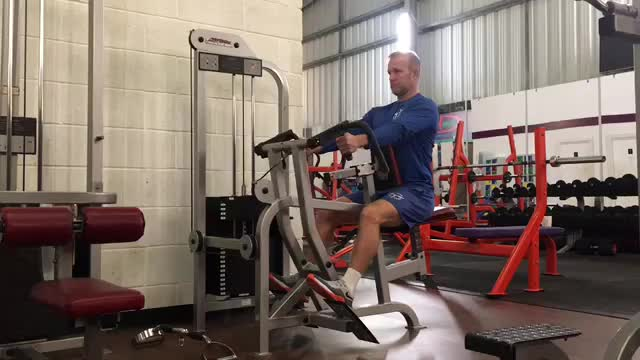 Lever Alternating Narrow Grip Seated Row (plate loaded) demonstration