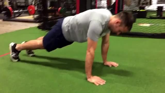 Plank and Knee-In demonstration
