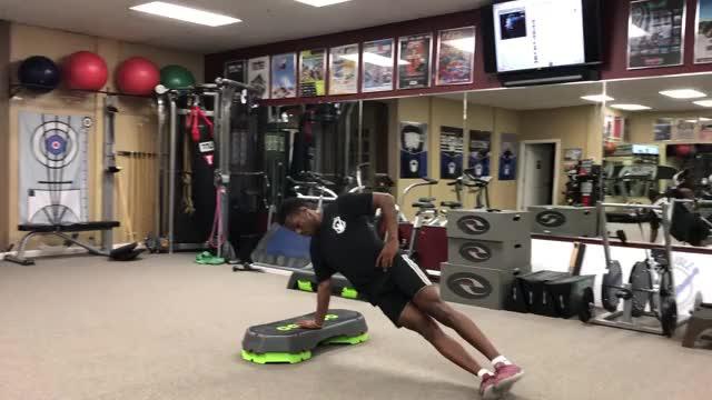 Male Side Plank Leg Raise demonstration