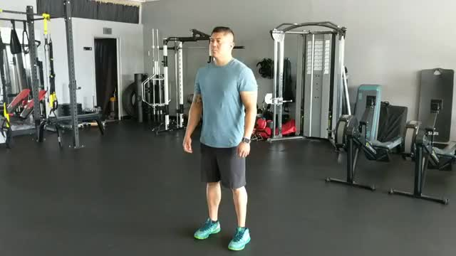 Alternating Knee Tucks demonstration