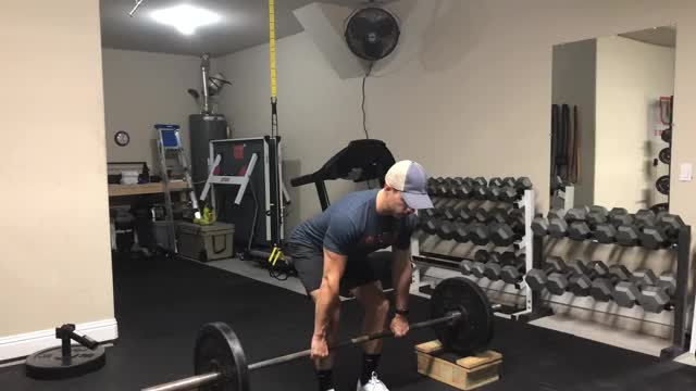 Male Barbell Block Pull demonstration