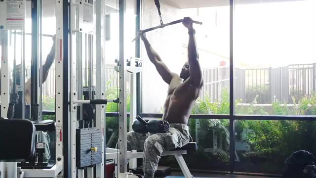 Lat Pulldown demonstration