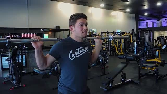 Barbell Pause Squat demonstration
