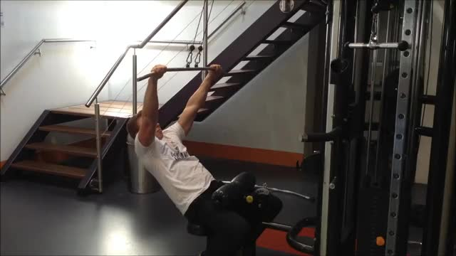 Male 45-Degrees Lat Pulldown demonstration