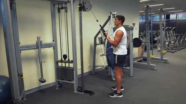 Male One Arm Cable Tricep Extension demonstration