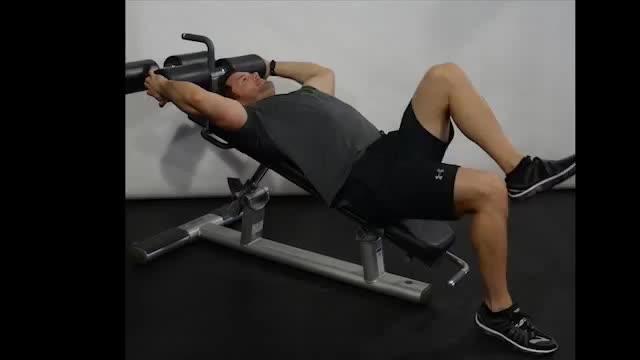 Male Decline Bench Alternate Knee Raise demonstration