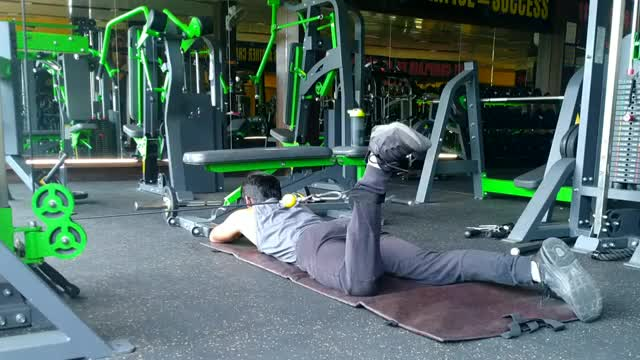 Male Cable Lying Hip External Rotation demonstration