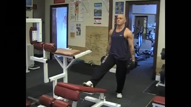 Decline Bench Dumbbell Lunge demonstration
