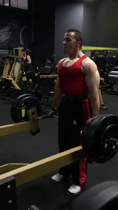 Lever Narrow Grip Shrug (plate loaded) demonstration