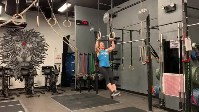 Female Suspended Muscle-up (with kip) demonstration