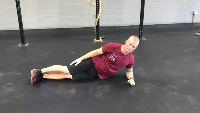 Male Side Plank with Oblique Crunch demonstration
