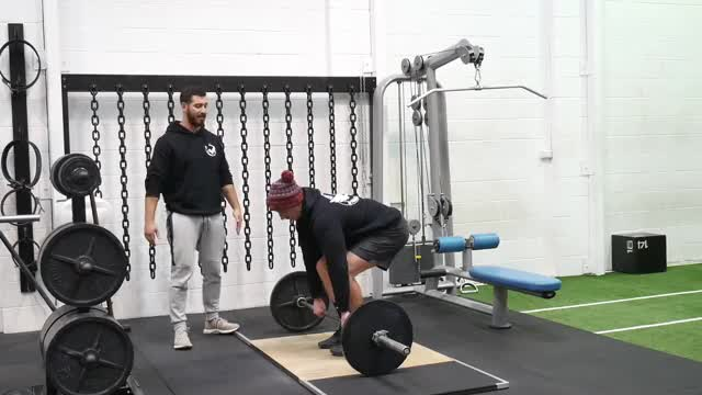 Barbell Paused Deadlift demonstration