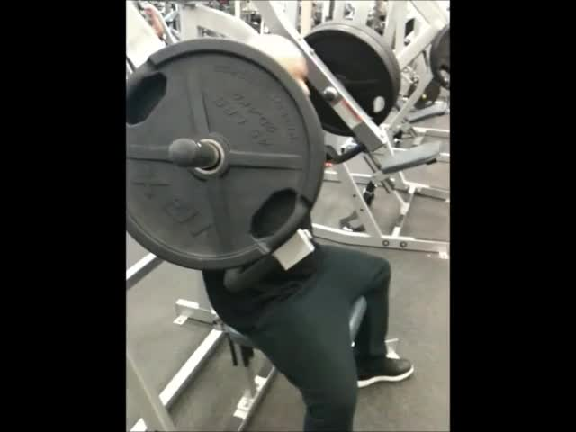 Male Lever Incline Chest Press (on Hammer military press) demonstration