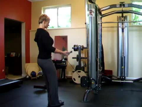 Female Wide Grip Cable Curl demonstration