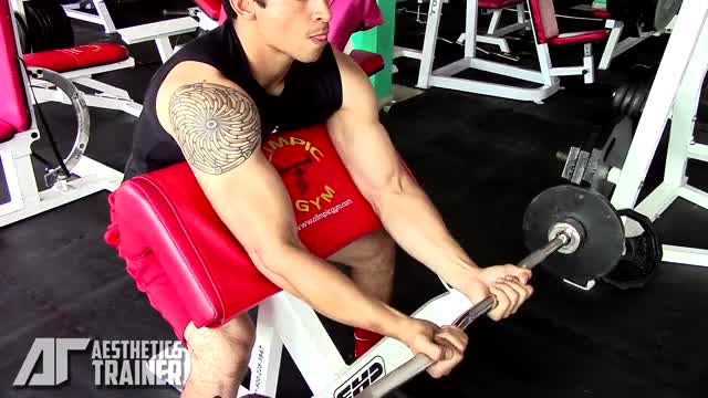 EZ-Bar Preacher Curl demonstration