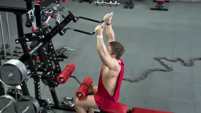 Lever Pulldown (parallel grip) demonstration