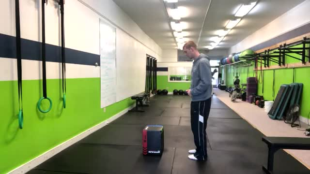 Single Leg Bodyweight Deadlift demonstration