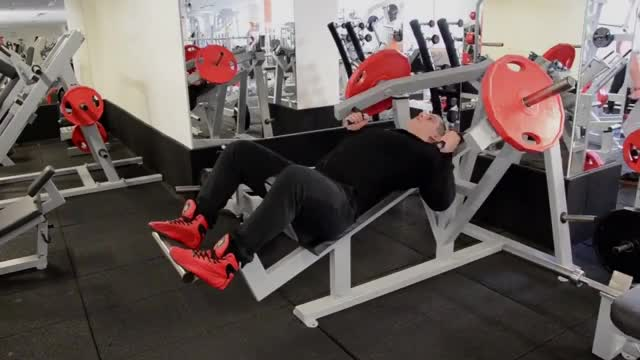 Male Lever Parallel Grip Incline Bench Press (plate loaded) demonstration