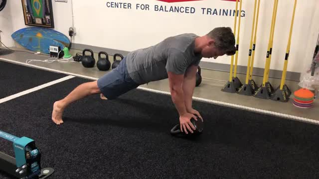 Close Grip Kettlebell Push Up demonstration